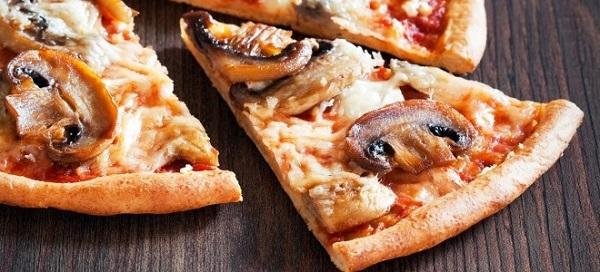 Пицца с грибами и мясом