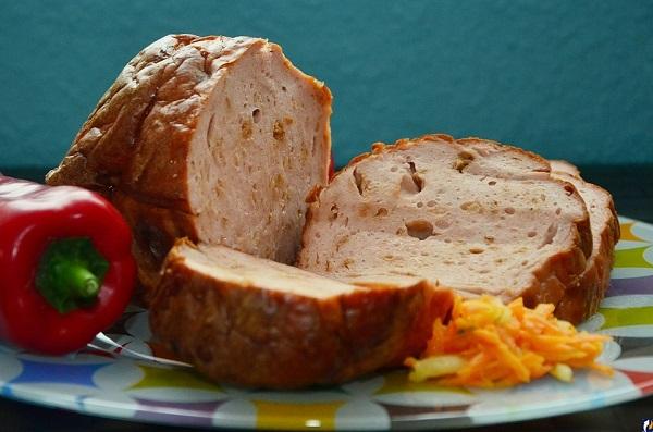Сочный мясной рулет из рубленого мяса