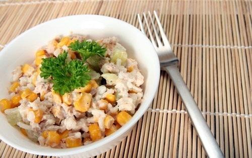 Быстрый сочный салат с тунцом