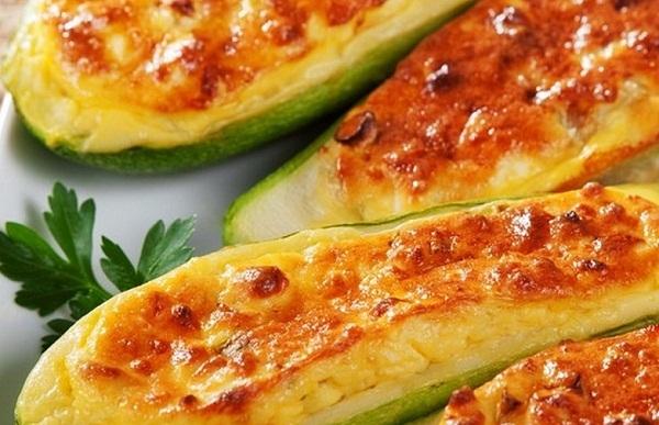 Пряные запеченные кабачки с сыром в мультиварке
