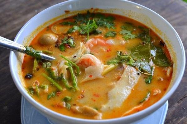 Овощной суп с морепродуктами и свежим имбирем