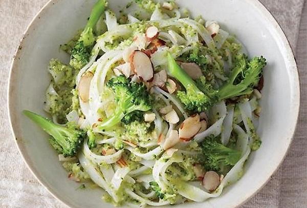 Лапша с овощами и миндалем — рецепт приготовления
