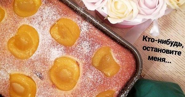 Запеканка из рикотты с ягодами и персиками