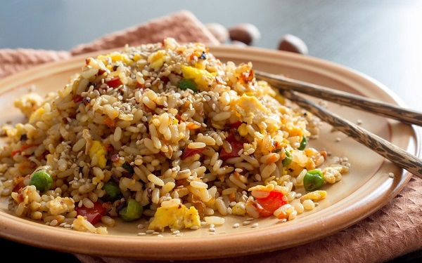 Китайский жареный рис — рецепт с овощами