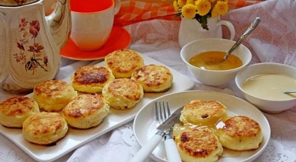 Медовые сырники из творога с грецкими орехами