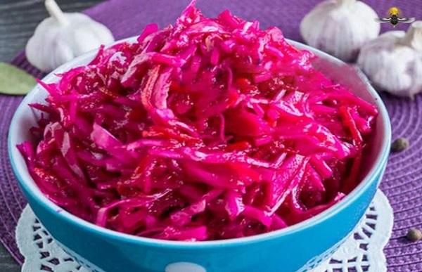 Быстрый рецепт маринованной капусты со свеклой